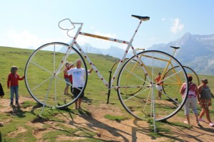 Avec le vélo à pois dans le col de l'Aubisque dans les Pyrénées (3)