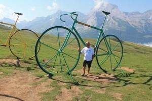 Avec le vélo vert dans le col de l'Aubisque dans les Pyrénées (2)